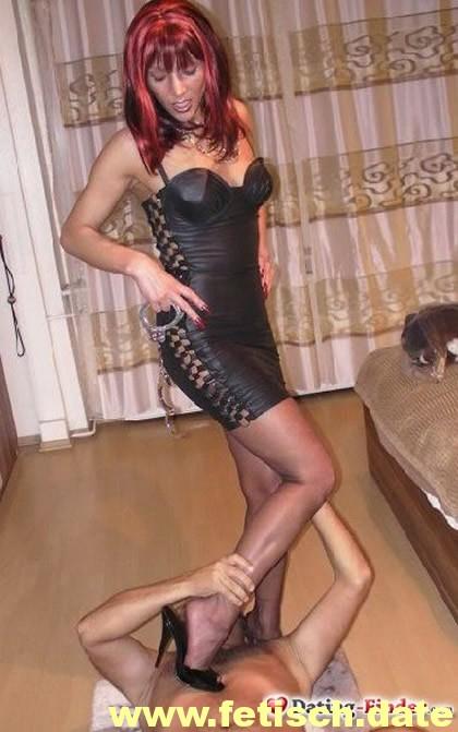 rote Haare, Mistress, Frankfurt, Sexbeziehung, MILF, Piercings, Fussfetisch, Rollenspiele