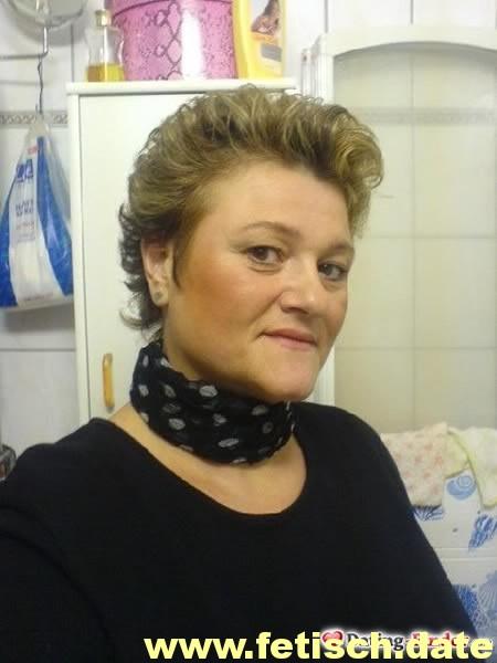 Frau, dunkel blonde kurze Haare, Berlin, Single, Partnersuche, Plaudern, Milf